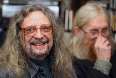Jiri Kabes och Vratislav Brabenec, medlemmar av legendarisk musik sätter band plast- folk av universumet Arkivbilder