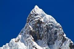 Jirishanca,山脉Huayhuash,秘鲁 免版税库存图片