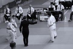 Jiu Jitsu dzieci wojownicy z arbitrem przy Rumuńskim mistrzostwem, juniory, Maj 2018 Obrazy Stock