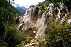Jiu Zhai Gou, China: De Waterval van de Ondiepte van de parel Royalty-vrije Stock Fotografie
