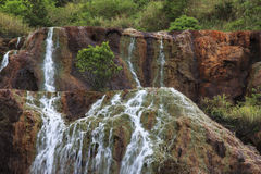 Jiufen guld- vattenfall, Taiwan royaltyfria bilder