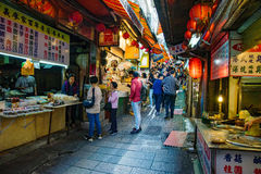 Jiufen marknad med turister Royaltyfri Foto