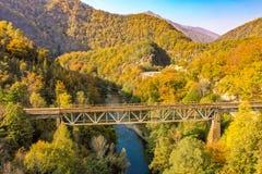 Jiului谷峡谷全景胡内多阿拉特兰西瓦尼亚罗马尼亚aer 免版税图库摄影