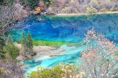 Jiuzhaigou五颜六色的湖 图库摄影