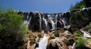 Jiuzhaigou珍珠beachwaterfall 免版税库存图片