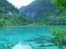 jiuzhaigou湖s 库存照片