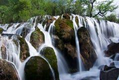 Jiuzhaigou Shuzheng Wasserfall stockfotos