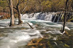 Jiuzhaigou shuzhengvattenfall royaltyfria bilder