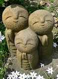 Jizo в саде Стоковые Фотографии RF