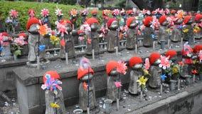 Jizo Bodhisattvas στο βουδιστικό ναό Zojo, Τόκιο, Ιαπωνία απόθεμα βίντεο
