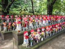 Jizo en el templo de Zojoji, Tokio, Japón fotos de archivo