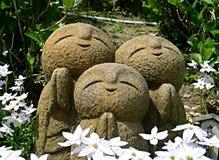 Jizo im Garten Stockfotografie