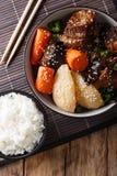 Jjim ou Kalbi JIM de Galbi - le Coréen a braisé le morceau de plat de côtes de boeuf avec le ri image libre de droits