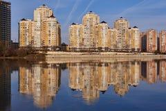 JK Evropeyskiy - Kozhevennaya 24, 26, 28 Underbar sikt av komplexet från den Kuban floden i vintern i de guld- timmarna, th fotografering för bildbyråer