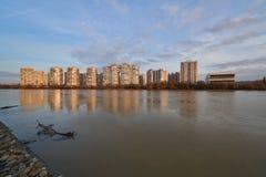 JK Novyj Gorod Überraschende Herbstansicht des Komplexes der Business-Class-Wohngebäude mit der ganzer Infrastruktur lizenzfreie stockbilder