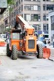 JLG-traktor på gatan Arkivfoto