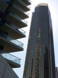 JLT Jumeirah湖塔地区,在黑玻璃-迪拜的塔 免版税图库摄影