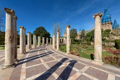 Joan Maragall-tuinen in Montjuic, oude kolommen, Barcelona stock foto's