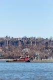 Joan Moran Tugboat på Hudson River fotografering för bildbyråer