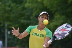 Joana Cortez på strandtennisvärlden Team Championship Arkivbilder