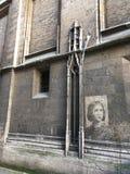 Joana do arco que aparece em uma parede de pedra fotos de stock royalty free
