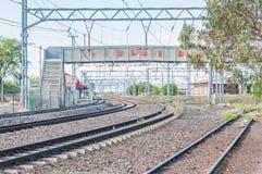 Joanesburgo à estrada de ferro de Cape Town na estação de Leeu-Gamka fotografia de stock