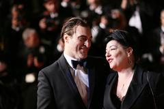 Joaquin Phoenix und Direktor Lynne Ramsay lizenzfreies stockfoto