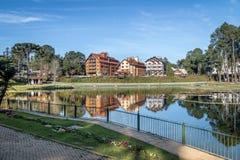 Joaquina瑞塔棺架正方形和湖- Gramado,南里奥格兰德州,巴西 库存照片