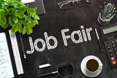 Job Fair Concept på den svarta svart tavlan framförande 3d Arkivbilder