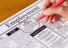 Job im Beschäftigung-Kapitel der Zeitung Stockfotografie