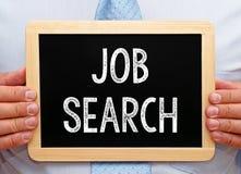 Job Search - lavagna della tenuta dell'uomo d'affari Fotografie Stock