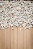 Job& x27; strappi di s o fondo di legno di Coixseed fotografie stock libere da diritti
