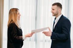 Jobb för anställningöverenskommelse som hyr affärskarriär fotografering för bildbyråer
