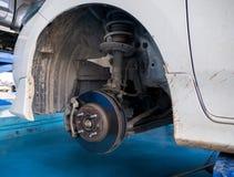 Jobb för underhåll för för framhjulskivabroms och klämma Arkivfoton