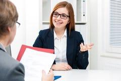 Jobbsökande som har en intervju Arkivfoto