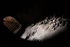 Jobstepps, die vom Untergrund zu Leuchte führen Stockfotografie
