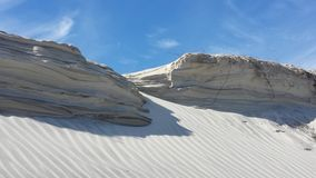 Jobstepps im Sand, der zum Horizont ausdehnt Stockfotos