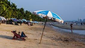 Jobstepps im Sand, der zum Horizont ausdehnt Lizenzfreies Stockbild