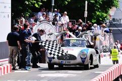 Jochen Mass beëindigt de 1000 Miglia klassieke autorace Stock Foto's