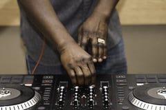 Jockey de disque nig?rien d'Amerian d'Africain ? la partie photos libres de droits