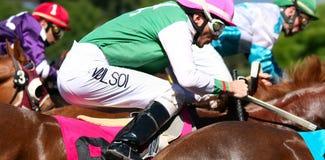 Jockeys bij volledige galop Stock Foto's