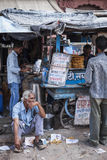 JODHPUR, ÍNDIA - 11 DE JANEIRO DE 2017: Vida de cidade índia típica em Imagem de Stock