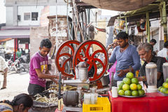 JODHPUR, ÍNDIA - 11 DE JANEIRO DE 2017: Vida de cidade índia típica em Foto de Stock