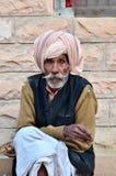 Jodhpur, India - Januari 2, 2015: Niet geïdentificeerde Indische hogere mens in het dorp van Jodhpur Royalty-vrije Stock Afbeeldingen