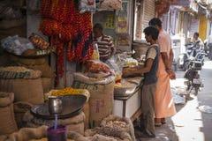 JODHPUR, INDIA - JANUARI 11, 2017: Het typische Indische stadsleven bij Royalty-vrije Stock Foto's