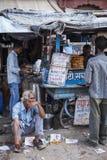 JODHPUR, INDIA - JANUARI 11, 2017: Het typische Indische stadsleven bij Stock Afbeelding