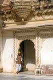 Jodhpur Indien - Januari 1, 2015: Indisk personal på det Mehrangarh fortet i jodhpur Royaltyfria Foton
