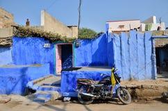 Jodhpur Indien - Januari 1, 2015: Indiskt folk i by av Jodhpur, Indien Royaltyfria Bilder