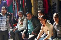 Jodhpur, la India - 1 de enero de 2015: El hombre indio presenta orgulloso en Jodhpur, la India Imagen de archivo