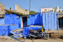 Jodhpur, la India - 1 de enero de 2015: Gente india en el pueblo de Jodhpur, la India Imágenes de archivo libres de regalías